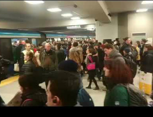 Video: Montreal jam-packed metro is out of control at peak hour!